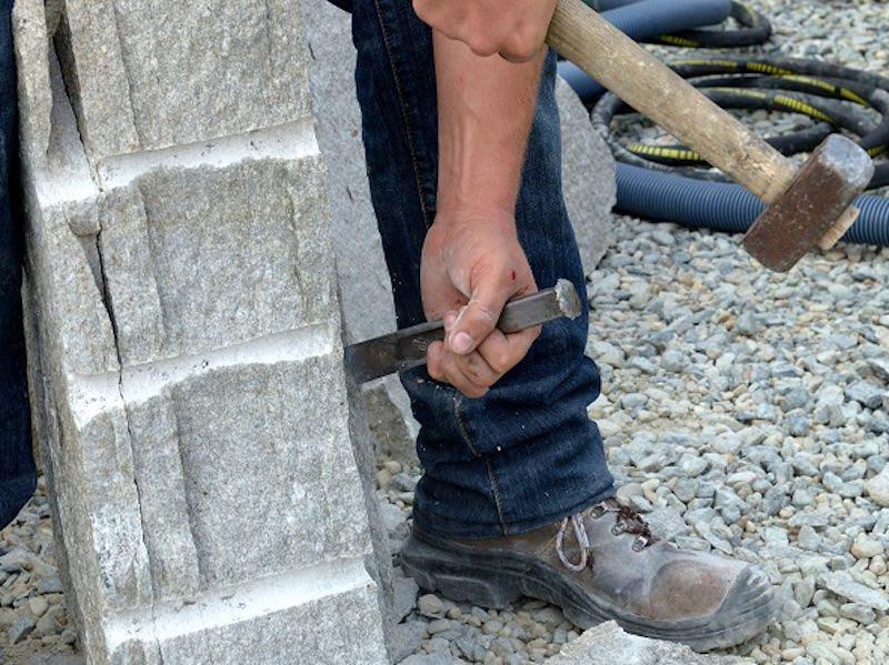 Lavorazione pietra a spacco naturale